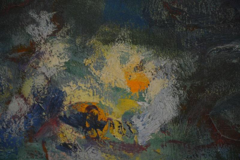 Das Detail aus einem Seerosenbild von Monet zeigt dunkelgrüne und blaue Farben, im Mittelpunkt helles Gelb und Orange. Es ist zu erkennen, wie die Farben mit dem Pinsel dick aufgetragen wurden. Es ist keine Seerose im eigentlichen Sinne zu erkennen. Die Farben wirken positiv.